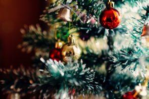 fertig geschmückter Weihnachtsbaum